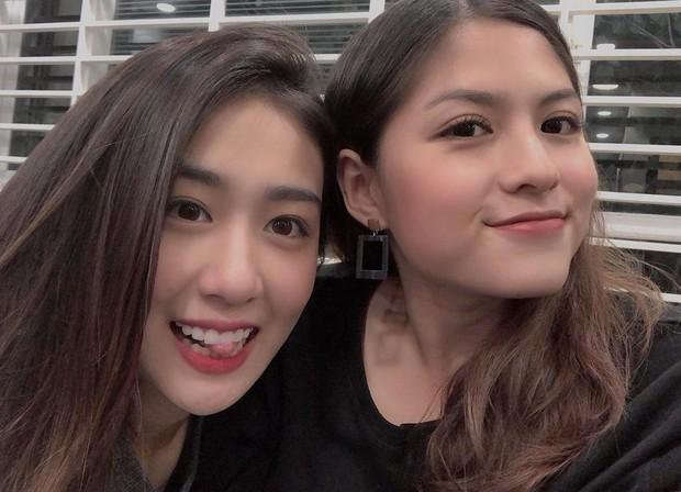 Thì ra Huyme - Trang Lou còn có một cô em họ xinh xắn đến thế này! - Ảnh 1.