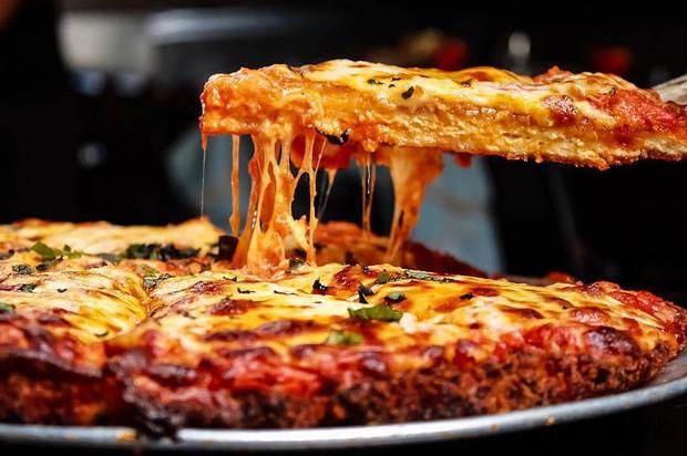 Trông bình thường như thế nhưng chiếc pizza này có giá hơn cả triệu, phải chăng có điều bí mật gì? - Ảnh 2.