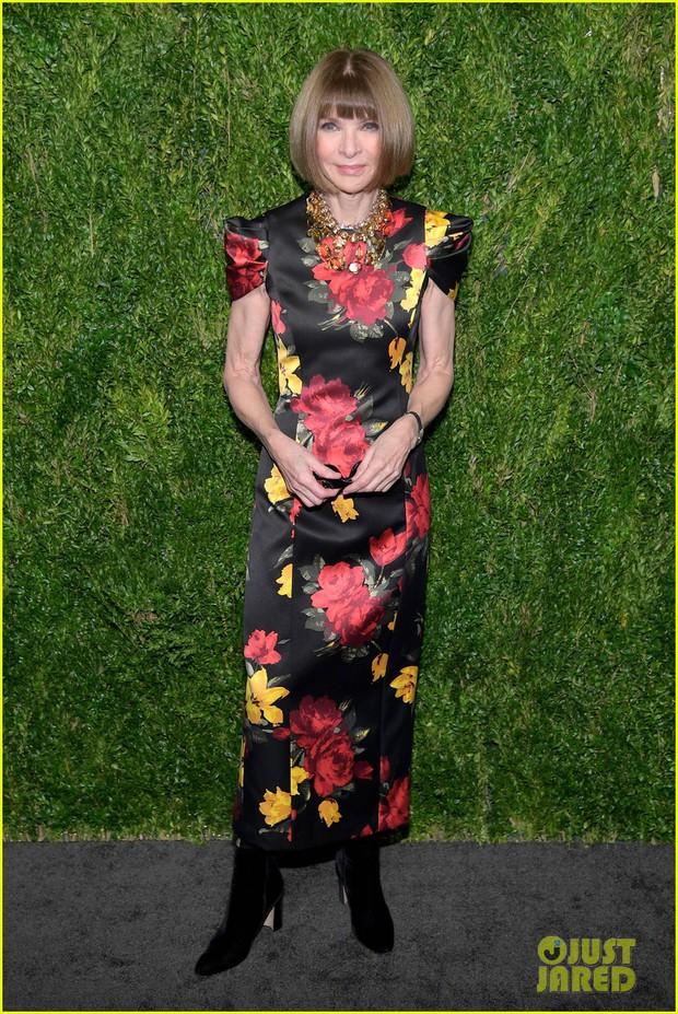 Con gái 9X của Madonna mặc như không lộ lấp ló nhũ hoa trước mặt nhiều người tại lễ trao giải - Ảnh 7.