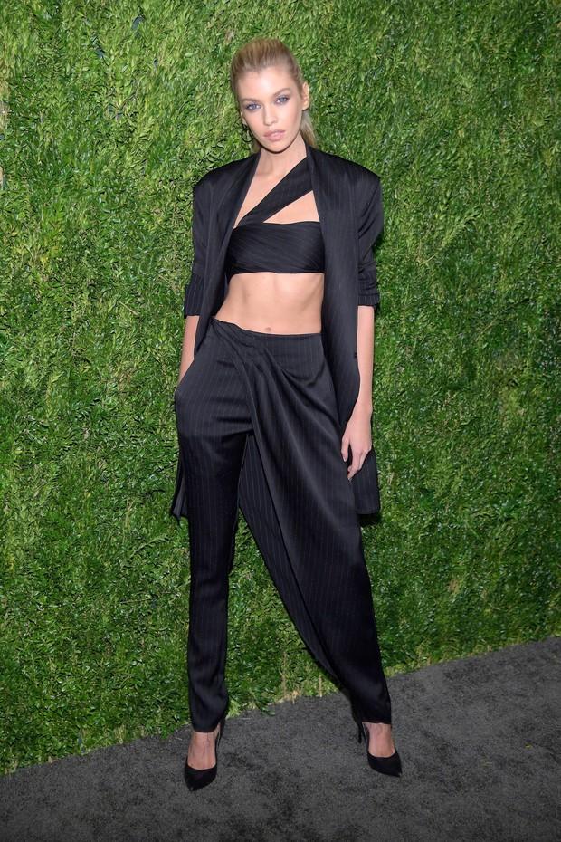 Con gái 9X của Madonna mặc như không lộ lấp ló nhũ hoa trước mặt nhiều người tại lễ trao giải - Ảnh 10.
