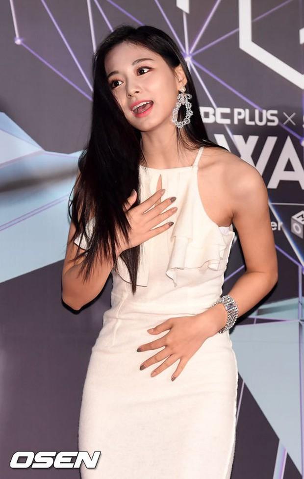 Thảm đỏ hot nhất châu Á: BTS và Charlie Puth tay bắt mặt mừng, mỹ nhân đẹp nhất thế giới Tzuyu đánh bật dàn sao - Ảnh 10.