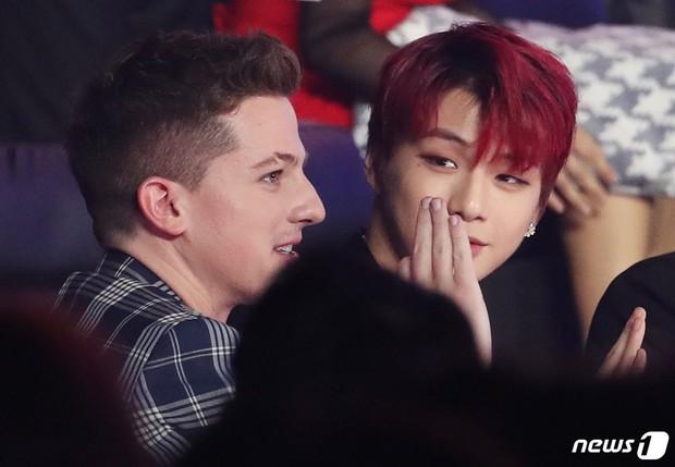 Khoảnh khắc gây sốt suốt hôm nay: Charlie Puth hết nũng nịu với RM (BTS) lại tám rôm rả bên Kang Daniel - Ảnh 9.