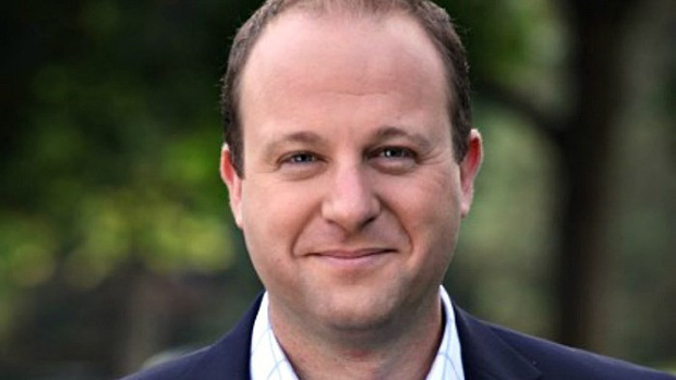 Thống đốc đồng tính được bầu đầu tiên ở Mỹ - Ảnh 1.