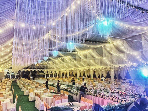 Xôn xao rạp cưới khủng được trang hoàng lộng lẫy trị giá hơn 800 triệu, dùng 100% hoa tươi ở Vĩnh Phúc - Ảnh 1.