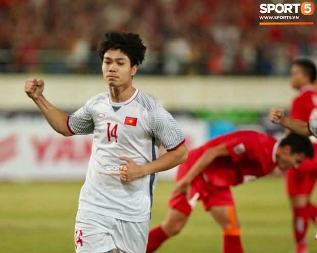 Đoàn Văn Hậu dùng tay chơi bóng, nhận thẻ vàng tại AFF CUP 2018 - Ảnh 6.