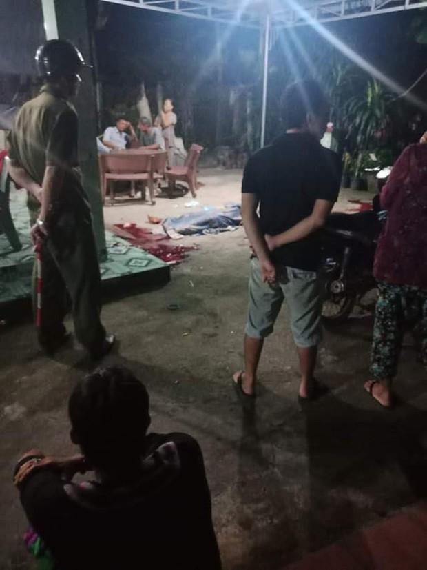 Thông tin mới nhất vụ chồng giết vợ, sát thương em vợ rồi dùng dao tự sát ở Sài Gòn - Ảnh 2.