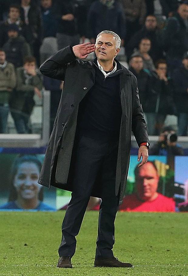 HLV Mourinho khiêu khích CĐV Juventus vì lí do gì? - Ảnh 1.