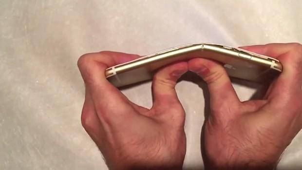 Nhân dịp Samsung ra smartphone màn hình gập, lại nhớ siêu phẩm iPhone 6 cũng biết gập của Apple 4 năm trước - Ảnh 2.