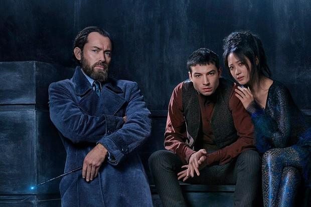 Chỉ phất đũa phép thôi mà, thầy Dumbledore phiên bản trẻ có cần phải thần thái đẹp mê mẩn đến thế không? - Ảnh 2.