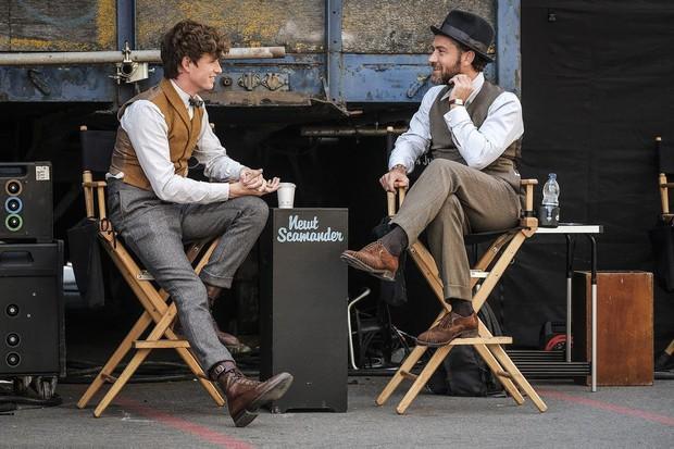 Chỉ phất đũa phép thôi mà, thầy Dumbledore phiên bản trẻ có cần phải thần thái đẹp mê mẩn đến thế không? - Ảnh 7.