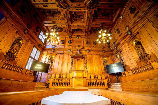 Choáng ngợp với kiến trúc nguy nga tráng lệ như cung điện Hoàng gia của ngôi trường lâu đời nhất Châu Âu - Ảnh 5.