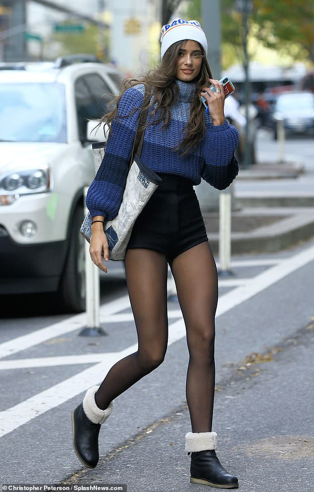 Kendall Jenner, Gigi - Bella Hadid và dàn thiên thần Victorias Secret đọ dáng chuẩn từng centimet trên phố trước giờ G - Ảnh 7.