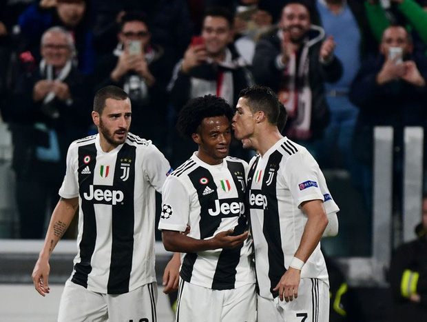 Ronaldo có pha ăn mừng sexy hết nấc sau khi ghi bàn vào lưới MU - Ảnh 7.