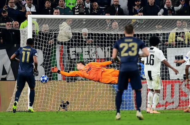 Ronaldo có pha ăn mừng sexy hết nấc sau khi ghi bàn vào lưới MU- Ảnh 9.