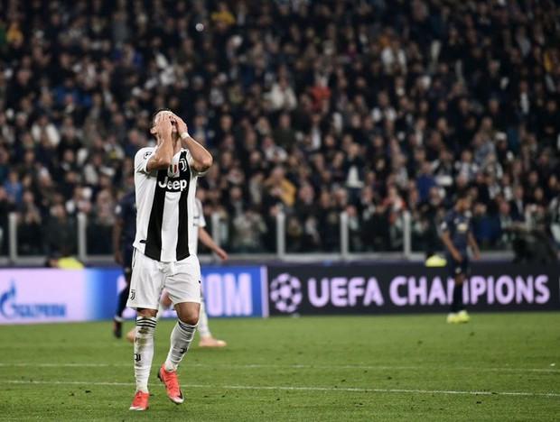 Ronaldo có pha ăn mừng sexy hết nấc sau khi ghi bàn vào lưới MU - Ảnh 10.