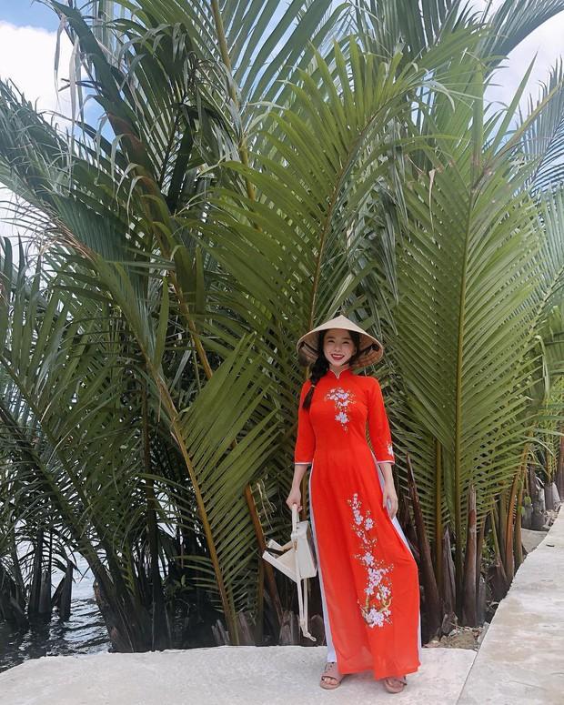 Thiên thần nội y Hàn Quốc Lee Ha Neul đang thăm thú Hội An, khoe ảnh mặc áo dài đội nón lá - Ảnh 1.