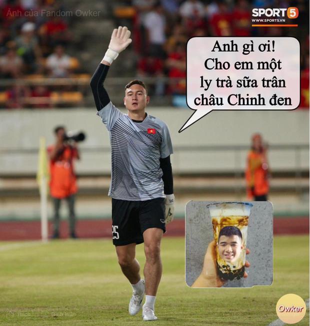 Ảnh chế AFF Cup: Dép tổ ong Việt Nam hơn đứt Tông Lào - Ảnh 2.