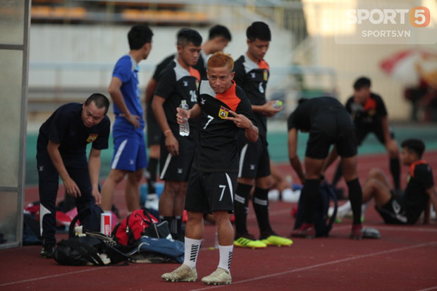 Phát hiện AFF Cup 2018: Đội trưởng Văn Quyết tìm thấy bản sao tại Lào - Ảnh 7.