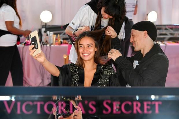 Hàng ngày mơ ước được như Gigi Hadid, 1 năm sau cô gái này đã trở thành chân dài Philippines đầu tiên trong show Victorias Secret - Ảnh 3.