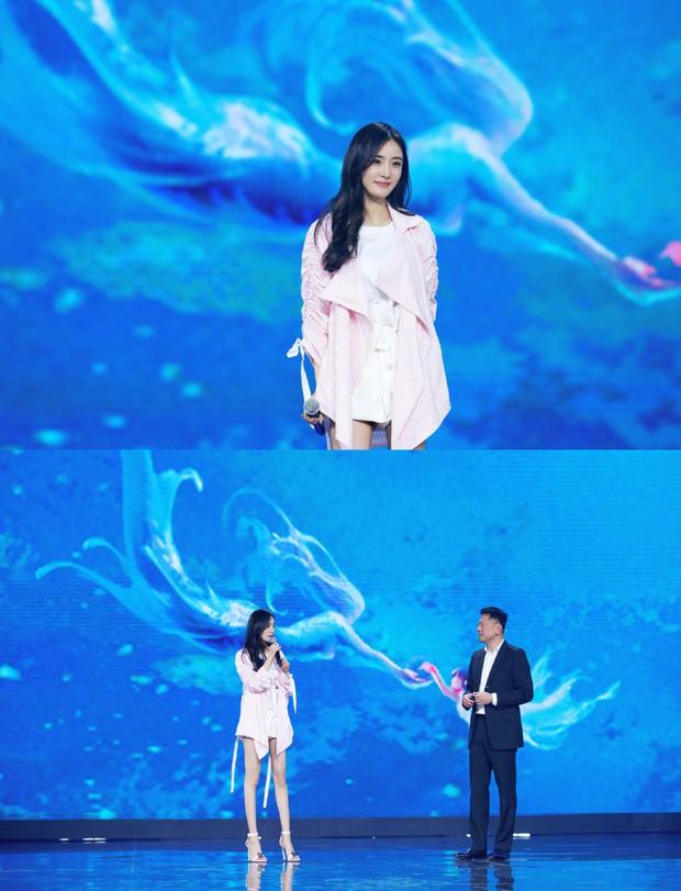 Dương Mịch - Lâm Tâm Như cạnh tranh sắc vóc: Hai bà bỉm sữa khoe chân dài tít tắp, trẻ trung như gái 18 - Ảnh 4.