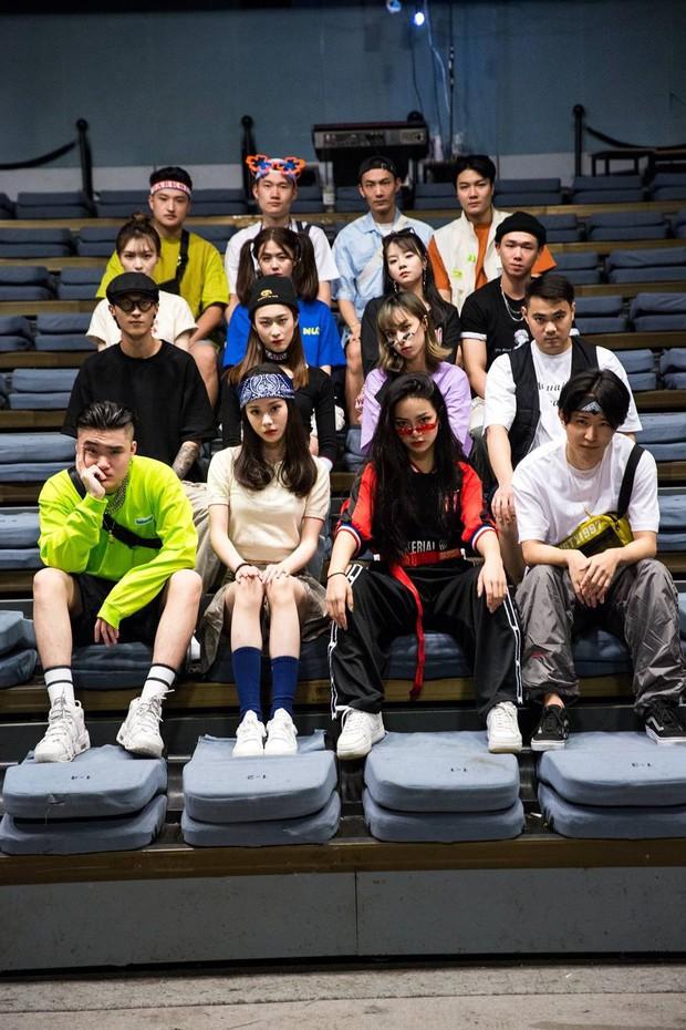 Không phải bìa tạp chí hay dàn mẫu tham dự Fashion Week đâu, đây là bộ ảnh kỷ yếu của lớp nhà người ta đó! - Ảnh 6.