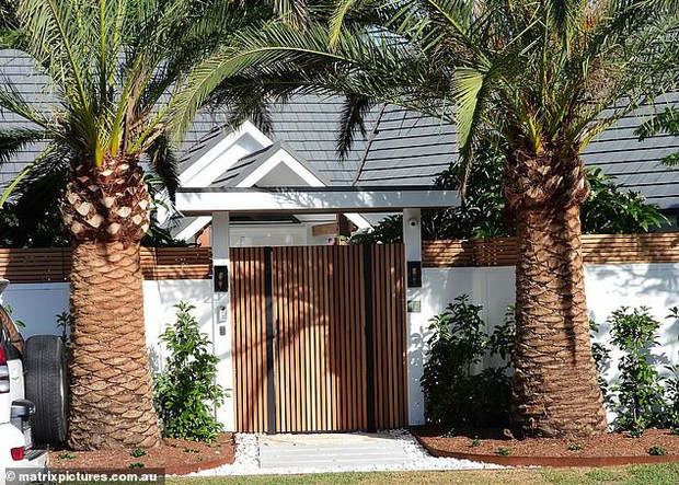 Giàu như Chris Hemsworth: Mua nhà 100 tỷ đồng ở tạm trong lúc chờ biệt thự to như trung tâm mua sắm được xây - Ảnh 2.
