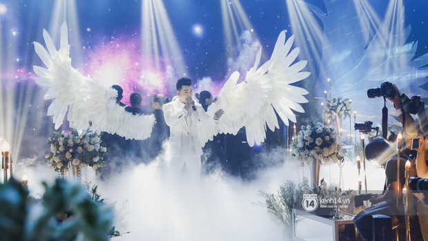 Ưng Hoàng Phúc khoá môi Kim Cương vô cùng ngọt ngào trong đám cưới - Ảnh 2.