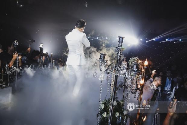 Ưng Hoàng Phúc khoá môi Kim Cương vô cùng ngọt ngào trong đám cưới - Ảnh 3.
