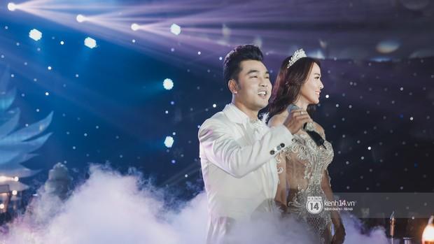 Ưng Hoàng Phúc khoá môi Kim Cương vô cùng ngọt ngào trong đám cưới - Ảnh 6.