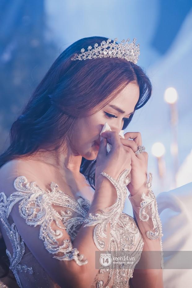 Ưng Hoàng Phúc khoá môi Kim Cương vô cùng ngọt ngào trong đám cưới - Ảnh 17.