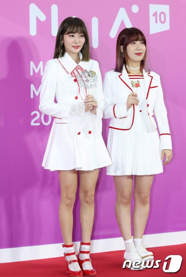 Gần 80 sao Hàn đổ bộ thảm đỏ Melon 2018: BTS khoe đẳng cấp quốc tế, loạt nữ idol gây sốc vì hở hang nhức mắt - Ảnh 33.