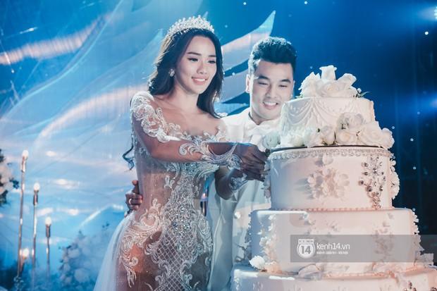 Ưng Hoàng Phúc khoá môi Kim Cương vô cùng ngọt ngào trong đám cưới - Ảnh 15.