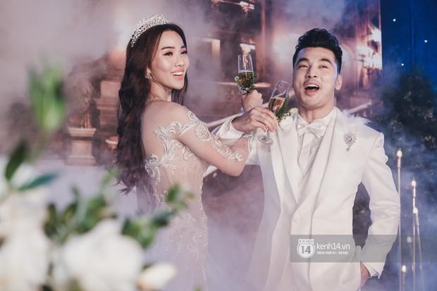 Ưng Hoàng Phúc khoá môi Kim Cương vô cùng ngọt ngào trong đám cưới - Ảnh 14.