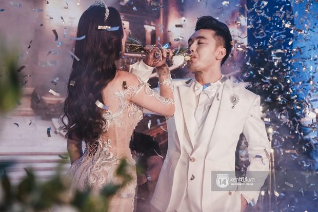 Ưng Hoàng Phúc khoá môi Kim Cương vô cùng ngọt ngào trong đám cưới - Ảnh 13.
