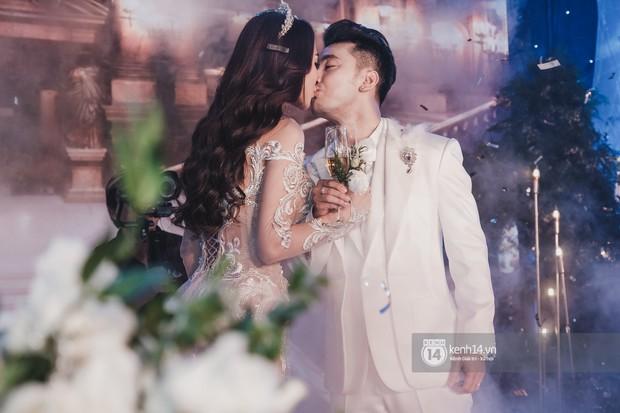 Ưng Hoàng Phúc khoá môi Kim Cương vô cùng ngọt ngào trong đám cưới - Ảnh 12.