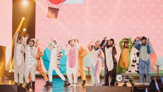 Toàn cảnh show Hàn-Việt: Đông Nhi quá đẳng cấp bên Apink, Chi Pu gây bất ngờ với vũ đạo Mời anh vào team em - Ảnh 25.