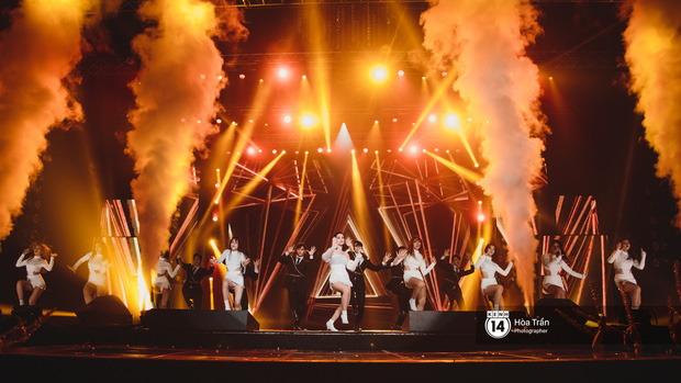 Toàn cảnh show Hàn-Việt: Đông Nhi quá đẳng cấp bên Apink, Chi Pu gây bất ngờ với vũ đạo Mời anh vào team em - Ảnh 6.