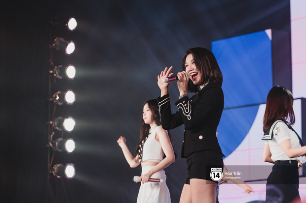 Toàn cảnh show Hàn-Việt: Đông Nhi quá đẳng cấp bên Apink, Chi Pu gây bất ngờ với vũ đạo Mời anh vào team em - Ảnh 19.