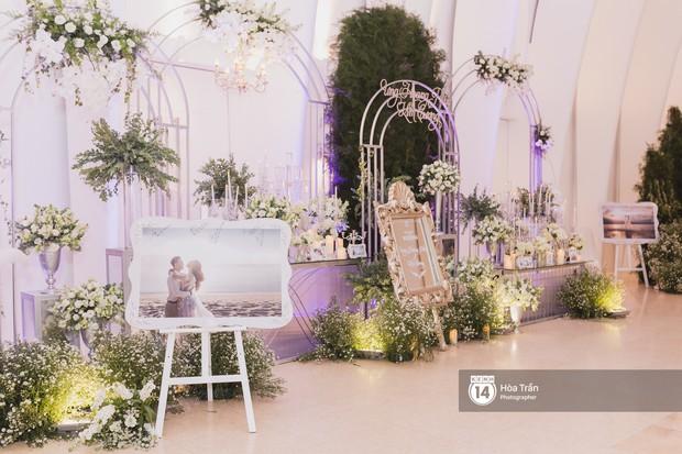 Không gian đám cưới sang trọng, ngập tràn sắc hoa của Ưng Hoàng Phúc và Kim Cương - Ảnh 2.