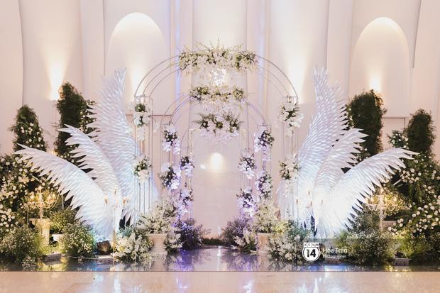 Không gian đám cưới sang trọng, ngập tràn sắc hoa của Ưng Hoàng Phúc và Kim Cương - Ảnh 3.
