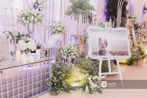 Không gian đám cưới sang trọng, ngập tràn sắc hoa của Ưng Hoàng Phúc và Kim Cương - Ảnh 6.