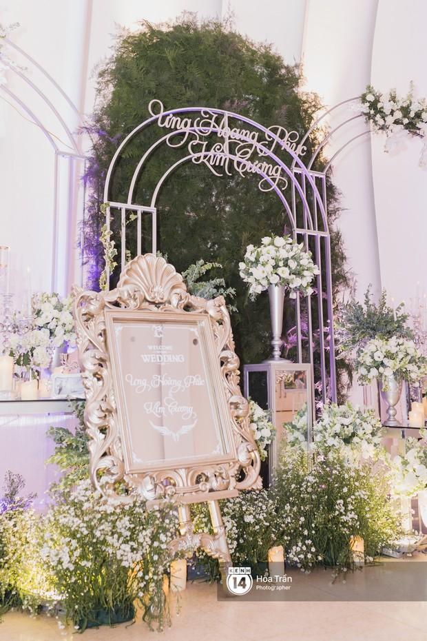 Không gian đám cưới sang trọng, ngập tràn sắc hoa của Ưng Hoàng Phúc và Kim Cương - Ảnh 7.