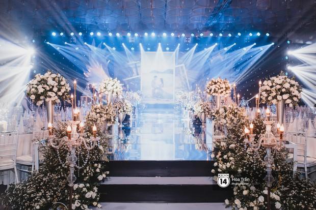 Không gian đám cưới sang trọng, ngập tràn sắc hoa của Ưng Hoàng Phúc và Kim Cương - Ảnh 13.