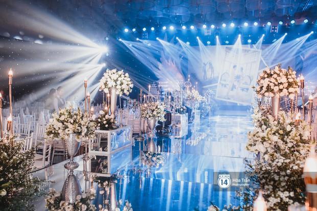 Không gian đám cưới sang trọng, ngập tràn sắc hoa của Ưng Hoàng Phúc và Kim Cương - Ảnh 14.