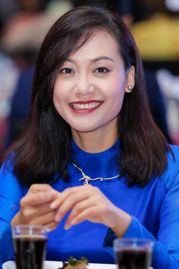 Hồng Ánh - Người nghệ sĩ gắn liền với những sắc thái xanh dương - Ảnh 5.