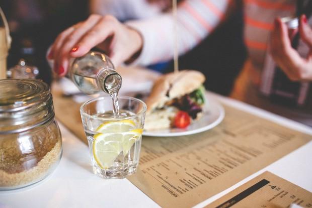 Đi du lịch thế giới, bạn cần biết những nghi thức khi ăn uống này - Ảnh 12.