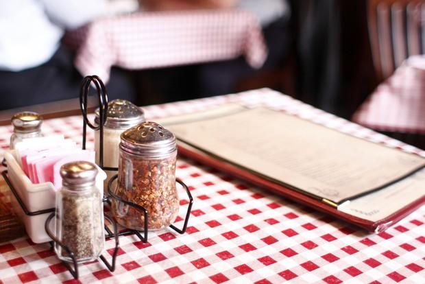 Đi du lịch thế giới, bạn cần biết những nghi thức khi ăn uống này - Ảnh 9.