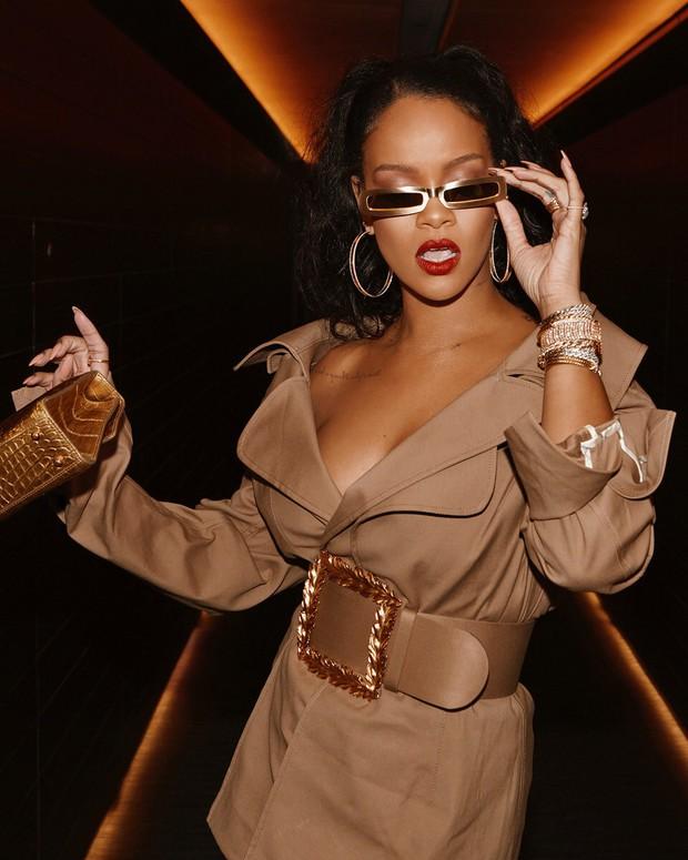 Đẳng cấp siêu sao của Rihanna: cho người có khuôn mặt giống mình thử nhuộm lông mày trước, thấy đẹp mới làm - Ảnh 1.