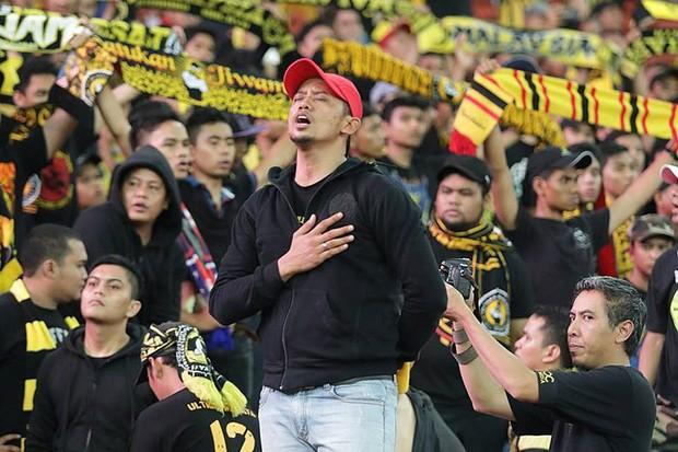 Cổ động viên Việt Nam hãy coi chừng Ultras Malaysia - đám người hung hãn khi bản năng nguyên thủy bị đánh thức - Ảnh 4.