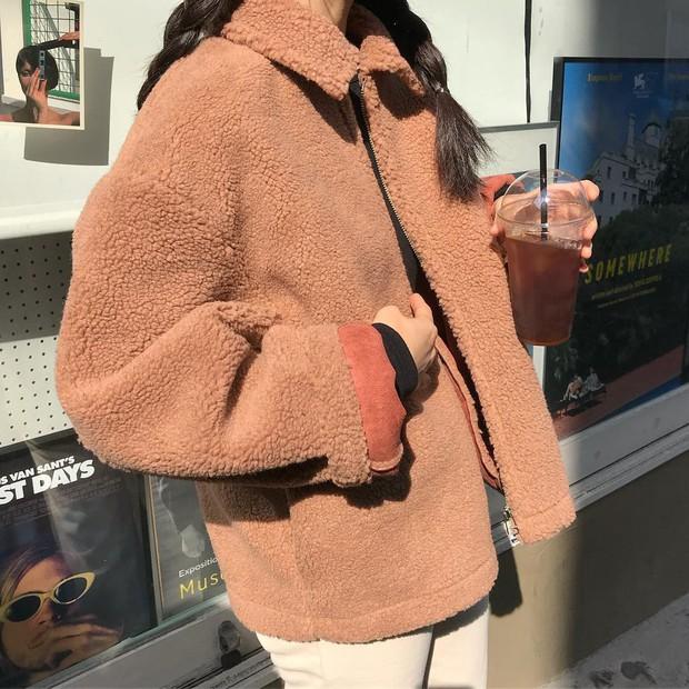 Áo khoác Teddy - chiếc áo khoác mềm mịn như gấu bông chính là item ấm nhất, dễ thương nhất mà bạn nên sắm đông này - Ảnh 2.